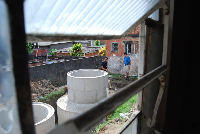 Photo by Jorma Görns - Architecture for Humanity architect Luis Felipe Vasconcellos and Solar CITIES' T.H. Culhane discuss placement of an additional gas holder once the concrete has been poured for the three digesters at the elementary school in Niteroi
